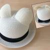 หมวกทรงชาลีมีหูสีขาว