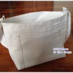 กระเป๋าสะพายสีขาว ไปวัด
