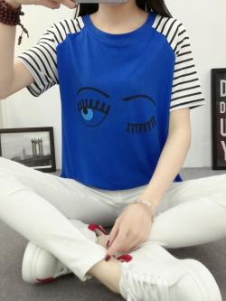 เสื้อยืดสั้น ขนตาวิ๊งๆ สีน้ำเงิน