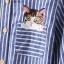 เสื้อเชิ้ตยีนส์อ่อนพิมพ์ลายทาง ปักแมวโผล่กระเป๋า สีลายฟ้า thumbnail 10