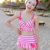 ชุดว่ายน้ำทูพีช สีชมพู ลายทางสลับสีขาว น่ารัก แต่งกระโปรงระบาย ดีเทลโบว์น่ารัก