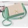 กระเป๋า Axixi กระเป๋าสไตล์ญี่ปุ่น และกระเป๋าสไตล์เกาหลี มี 2 โทนสีให้เลือก สีผงยางออกพูหวานๆ และสีเขียว