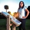 ทึ่ง ! สาวน้อยอัจฉริยะคิดค้นแผงโซล่าเซลล์ที่ใช้แรงโน้มถ่วงจากถังน้ำในการตามติดแสงอาทิตย์