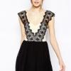 Fashion on art เดรสสั้นผ้าฮานาโกะ ตัดต่อลายริ้ว - สีขาว/ดำ