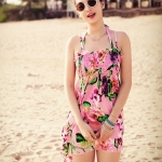 ชุดว่ายน้ำทูพีช พื้นชมพู ลายดอกไม้สีหวาน เซ็ตสามชิ้น เสื้อช้ันใน + กางเกง และ ชุดเดรสลายดอกไม้ สม๊อคช่วงอก แบบน่ารักมากๆ