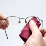 เคล็ดไม่ลับในการดูแลแว่นตา แว่นกันแดด ให้ใหม่อยู่ตลอดเวลา