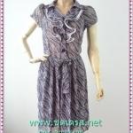 1700เสื้อผ้าแฟชั่น ชุดทํางานเทาลายละอองน้ำคอพวงระบายย้วย ชุดแต่งโปรงจีบรอบเอวสไตล์หวานน่ารักแขนตุ๊กตาสั้นมีจีบเล็กน้อยเก็บรายละเอียดมากให้ได้ความสวยงาม
