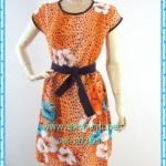1262เสื้อผ้าแฟชั่น ชุดแซกทำงานคอกลมส้มลายดอกผ้าเมมเบิร์ดเนื้อนิ่มสีสันสดใสสะดุดตาสวมใส่ทำงานหรือออกงาน ชุดผ้าใส่สบายคอกลมตัดกุ๊นคอดำและแขนพร้อมโบให้เข้ากัน
