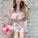 ชุดว่ายน้ำทูพีช สีเบจ สายคล้องคอ ดีเทลลายผีเสื้อ และ ดอกไม้สีหวาน กระโปรงแต่งระบายน่ารัก มากๆค่ะ