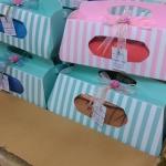 ผ้านาโนเช็ดตัวคละลาย ขนาดใหญ่ 30x60 นิ้ว แพคกล่องลายทางพร้อมโบว์+ป้ายชื่อ (กล่องมีสีชมพู-เขียว-ฟ้า-ส้ม)