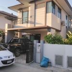 ขายบ้านแฝด 2 ชั้น สไตล์บ้านเดี่ยว (ไม่มีตัวเชื่อมบ้านต่อบ้านให้รำคาญตา) ราคา 3.4 ล้าน บาท โครงการบ้านฟ้าปิยะรมย์ (เนตโต้) ลำลูกกาคลอง 6