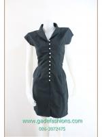 980เสื้อผ้าแฟชั่นเสื้อผ้าคนอ้วนสีดำทรงสเหน่ห์ลายริ้วสไตล์สาวมั่นเข้ารูปร่างโฉบเฉี่ยวปกกล้วยหอม กระดุมมุกโดดเด่นยาวด้านหน้าโชว์รูปร่างเพรียวบาง