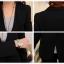 เสื้อสูททำงาน พร้อมส่ง เสื้อสูทสีดำ ตัวยาวคลุมสะโพก แขนยาว ติดกระดุมเม็ดเดียวเก๋ งานสวยเหมือนแบบแป๊ะค่ะ มีกระเป๋าใช้งานได้ค่ะ มีซับใน เหมาะสำหรับใส่ทำงาน หรือปรับใส่เป็นสูทลำลองได้ thumbnail 9