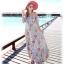MAXI DRESS ชุดเดรสยาว พร้อมส่ง สีฟ้า ลายดอกไม้โทนสีแดง สวยมาก ดีเทลระบายเป็นชั้นช่วงคอเสื้อ thumbnail 5