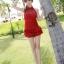 ชุดว่ายน้ำวันพีช สีแดง แต่งช่วงตัวย่นๆ ดีเทลผ้าลูกไม้ช่วงหน้าอกนน่ารัก สายคล้องคอ ผูกโบว์ด้านหลังเซ็กซี่ แต่งกระโปรงระบายเป็นชั้นๆ thumbnail 4