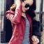 เสื้อแจ็คเก็ต สีแดง คอจีน พร้อมส่ง ดีเทลด้วยปกโฉบเฉี่ยว แต่งกระเป๋าหลอกด้วยซิบรูด สุดเท่ห์ thumbnail 2