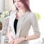 เสื้อสูทแฟชั่น เสื้อสูททำงาน เสื้อสูทสำหรับผู้หญิง พร้อมส่ง สีครีม ผ้าโพลีเอสเตอร์ 100 % เนื้อดี งานตัดเย็บเนี๊ยบ เย็บเก็บตะเข็บเรียบร้อยค่ะ เนื้อผ้ามีความยืดหยุ่นได้ค่ะ ใส่สบาย แต่งแขนพับสามส่วน thumbnail 3
