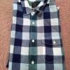 เสื้อเชิ๊ตลายสก็อตสีน้ำเงินเขียวยี่ห้อ Gap ราคา 300 บาท