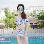 [Free size] ชุดว่ายน้ำทูพีชบราเปิดไหล่ รุ่น Laila ลายหินอ่อน สีขาว