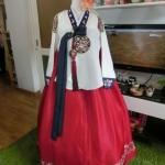 "Royal Hanbok แบบชาววัง (ทังอี) สีขาวครีม กระโปรงสีแดงปักมือ อก 38"""