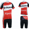 ชุดปั่นจักรยานแขนสั้นทีม Giant Alpecin เสื้อปั่นจักรยาน กับ กางเกงปั่นจักรยาน สีดำแดง 135