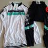 ชุดปั่นจักรยานผู้หญิงแขนยาวทีม BIANCHI MILANO เสื้อปั่นจักรยาน กับ กางเกงปั่นจักรยาน สีขาวคาดเขียว 149