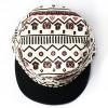 หมวกแก๊ป ลายชนเผ่า สีขาวแดง