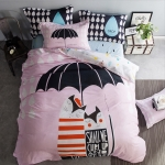 ผ้าปูที่นอน ลายแมว กางร่ม พื้นสีชมพู