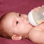 การให้นมลูกจากขวดนม