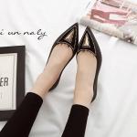 รองเท้าคัทชูส้นแบบหัวแหลม sweet jelly shoes วัสดุทำจากยางซิลิโคนนิ่มอย่างดี แต่งอะไหล่ด้านหน้าสวยมีสไตล์ ใส่เก๋ได้ทุกชุด สี เทา ดำ กรม น้ำตาล