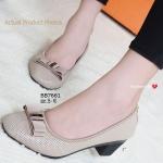 รองเท้าคัทชู ส้นเตี้ย สวยเก๋ โดดเด่นที่หนังฉลุโปร่งรอบตัว ช่วยให้เท้าของคุณ ไม่อับชื้น และดูสวยมีสไตล์ ด้านหน้าติดโบว์ผ้าแต่งอะไหล่ งานสไตล์แบรนด์ดัง ในช็อป พื้นบุนวมนุ่ม ใส่สบาย ส้น 2 นิ้ว แมทสวยได้ทุกชุด สีดำ ครีม (BB7661)