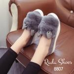 รองเท้าคัทชู ทรง Slip-on สุดน่ารัก ขนเฟอร์นุ่ม แต่งหูกระต่ายน่ารัก วัสดุ ผ้ากำม่ะหยี่ ส้น PU กันลื่น เสริมหนา 1 นิ้ว ใส่ชิวๆ รับลมหนาวก่อนใคร สีดำ เทา (8807)