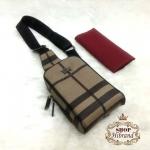 กระเป๋า Burberry 7 นิ้ว สะพายเฉียงสวยเท่ห์ ด้านในบุอย่างดี ปากกระเป๋าซิป พร้อมสายยาวปรับได้ และถุงผ้า