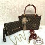 กระเป๋า Louis Vuitton ชุดเซ็ต 3 ใบ 12 นิ้ว สวยหรู ใบกลางเป็นกระเป๋า สะพายได้ พร้อมใบเล็กน่ารักเข้าชุด สายยาวถอดได้ และถุงผ้า