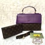 กระเป๋า Louis Vuitton ชุดเซ็ต 2 ใบ 10 นิ้ว ตัดสีฝาเปิดและด้านข้างสวย เรียบหรู ด้านในบุอย่างดี พร้อมกระเป๋าสตางค์ยาวเข้าชุด สายยาวถอด ได้และถุงผ้า