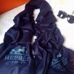 ผ้าพันคอ Hermes สวยพรีเมียม ปักโลโก้ Hermes เรียบหรู เนื้อผ้าหนานุ่ม ขนาดประมาณ 70x180 cm. พันคอ คลุมไหล่สวยไฮโซ