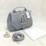 กระเป๋า Louis Vuitton 10 นิ้ว สวยเก๋อะไหล่ทอง ปากกระเป๋าซิป ด้านในบุอย่างดี มีช่องซิปหลัง พร้อมสายยาวถอดได้ และถุงผ้า