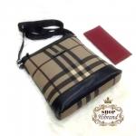 กระเป๋า Burberry 10 นิ้ว สะพายข้างผู้ชายสวยเท่ห์ ด้านในบุอย่างดี ปากกระเป๋าซิป พร้อมสายยาวปรับได้ และถุงผ้า