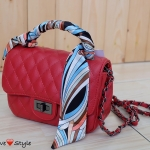 """กระเป๋าแฟชั่น Style Chanel สวยน่ารัก ลายตาราง สายสะพายโซ่สลับหนัง ด้านในบุอย่างดี พร้อมผ้าพันหูกระเป๋าลายเก๋ ขนาดกว้าง 8"""" สูง 5.5"""" สีแดง ชมพู"""