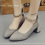 รองเท้าคัทชู ส้นเตี้ย รัดข้อ สวยหรู ส้นหนาสไตล์เกาหลี วัสดุหนังสักหราด แต่งอะไหล่สีทองเล็กๆที่สายรัดข้อเท้า ดูหรูหรามีราคา งานดี ใส่สบาย สูง 2 นิ้ว สีเทา ดำ
