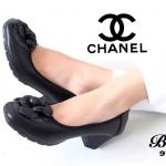 รองเท้าคัทชู สไตล์ chanel หนังนิ่ม ด้านหน้าติดดอก camelia เรียบหรู พื้นด้าน ในบุนวมนิ่ม สูง 2 นิ้ว ใส่สบายเท้าที่สุด เรียบ หรู ดูดี แมทกับชุดไหนก็สวย ใส่ได้ ตลอด สีดำ