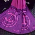 ผ้าพันคอ Chanel สวยพรีเมียม เนื้อผ้าหนานุ่ม ลายสวยเรียบหรู คลาสสิค ด้วยสีแบบทูโทน ใช้ได้ 2 ด้านสีสลับกัน ขนาดประมาณ 70x180 cm. พันคอ คลุมไหล่สวยไฮโซ ได้ทุกโอกาส