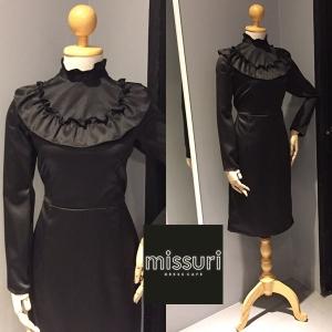 เดรส ชุดลำลองสั้น ชุดกระโปรงสั้น ผ้า contton สีดำ แขนยาว คอตั้ง เอวจั้ม ทรงตรง