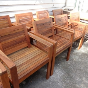 """เก้าอี้ไม้เนื้อแข็ง ทนแดด ทนฝน """"เก้าอี้กรุง"""""""