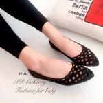 รองเท้าคัทชู สีดำ ส้นแบน สวยเก๋ หนังฉลุลายน่ารัก ส้นหนา 1 ซม. ใส่แมทซ์เสื้อผ้าง่ายและสวยได้อย่างลงตัว