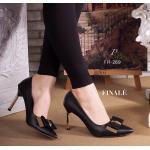 """รองเท้าคัทชู PRADA Style ทรงหัวแหลม ทรงสวย วัสดุหนังอย่างดี แต่งอะไหล่ ทองดีไซน์โบว์ เพิ่มความเก๋ดูดีด้วยส้นสีทอง ดู grand สวยสง่า ดูเท้าเรียวเล็ก สูง 3"""" สีครีม แดง ดำ"""