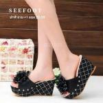 รองเท้าแฟชั่น ส้นเตารีด แบบสวม สวยเก๋แต่งลายดาวที่ส้นเท้า ด้านหน้า แต่งดอกไม้สวยฟรุ้งฟริ้ง ส้นสูง 3.5 นิ้ว เสริมหน้า 2 นิ้ว เหมาะกับทุกชุด