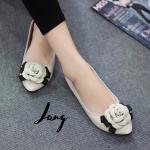 รองเท้าคัทชู ส้นแบน สไตล์ CHANEL รุ่นดอกคามิเลีย แต่ง CC เล็กน่ารัก หนังนิ่มทรงสวย ใส่แล้วดูดี ดูหรู ใส่ได้ตลอดไม่มีเอ้าท์ แมทสวยได้ทุกชุด สีดำ ขาว ชมพู เทา (B55-305)
