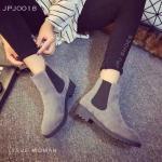 รองเท้า Leather Boots Shoes บูทหนังหุ้มข้อ แบบไม่มีเชือก หุ้มข้อด้านข้าง ยางยืดหนาอย่างดี ช่วยให้ใส่ง่าย กระชับเดินสะดวก พื้นยางกันลื่น เสริมส้น 1.5 นิ้ว สวยเท่ห์ ทุกสเต็ป