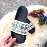 รองเท้าแตะแฟชั่น สวยชิค แบบสวมคาดหน้าประดับอะไหล่คลิสตัลวิ้งๆ ดูหรู พื้นทรงรับเท้า ใส่สบาย สวยเก๋ได้ทุกวัน สีดำ ขาว